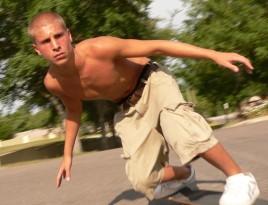man_skateboarding-02c
